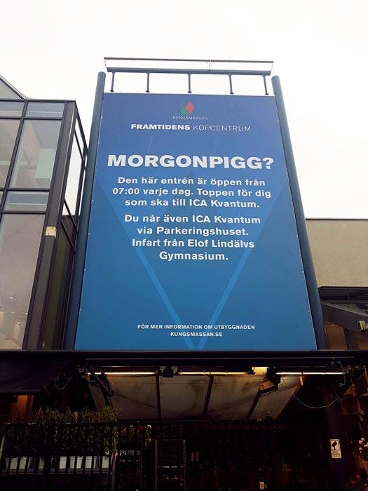 Stor reklamvepa utanför kungsmässans entré