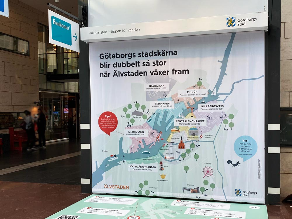 Informativ vepa i stickad polyester på Göteborgs centralstation